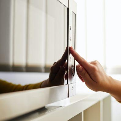 Reheating food in microwave